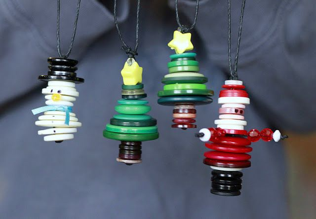 Cute, little button ornaments for the Holidays!  Fun craft for kids!