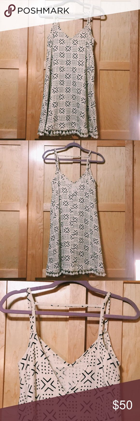 Madewell Beach Tassel Fringe Vneck Strap Dress HELLO SUMMER! This dress is so FUN!  A cream light material with a modern Aztec print and tassel fringe at the bottom! Lovely strap detail on the back. Perfect for cruising around in sandals on a warm summer day. Size XXS but fits like a SM/MED!! Very loose for Madewell. Worn only once! Madewell Dresses Mini