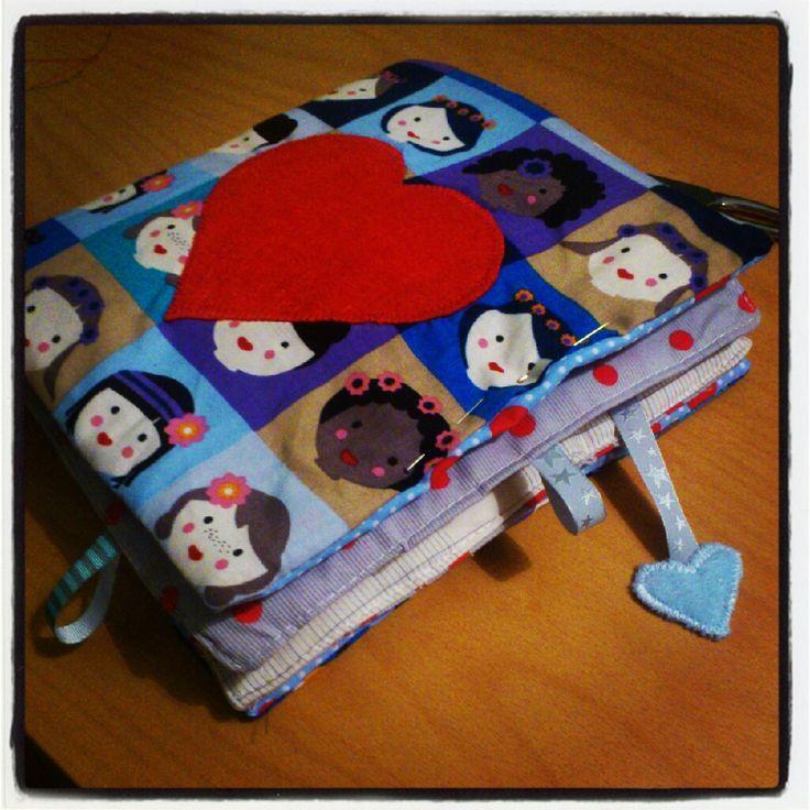 tuto livre en tissu pour enfant diy faire pour les enfants pinterest simple livres en. Black Bedroom Furniture Sets. Home Design Ideas