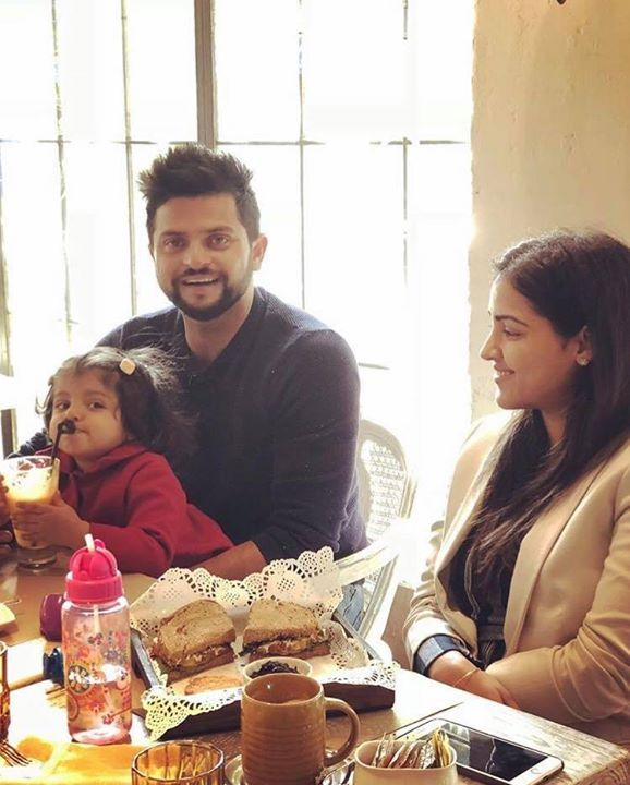 Suresh Raina enjoys breakfast with his family - facebook ...