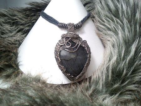 Šperky z nerezu, nové kolekcie, antialergické nerezové šperky. Nerezové tepané a drôtené šperky s kameňom. Nefrit, bronzit, achát, sodalit, heliotrop, granát almandín, riečna perla, chalcedon, achát, záhneda, kryštáľ.
