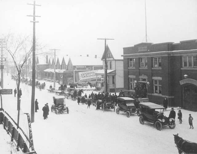 Delivering Christmas baskets on Sherman North, Christmas Eve, 1914