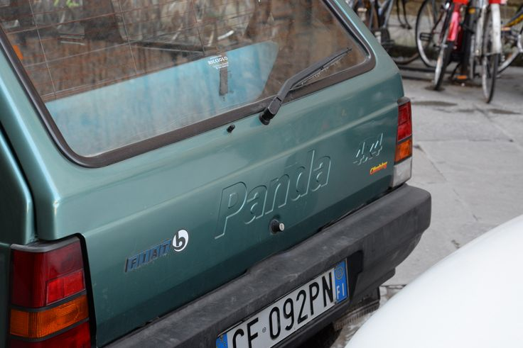 A second generation #FiatPanda. This city car, now is in its third generation, was first introduced in 1980. The second generation came out in 2003, and the third in 2011.