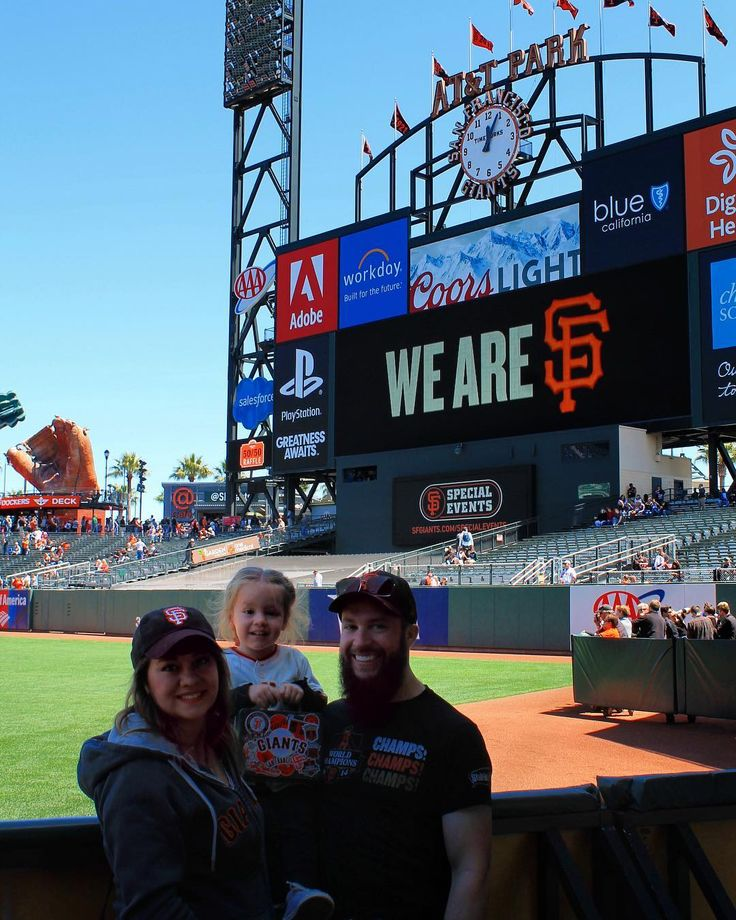 Did you know there is a secret club behind the scoreboard at The SF Giants' stadium? I shared a little peek of The Gotham Club on the blog today. Pop on over to my latest posts to read all about it! #linkinbio      #sfgiantsfan #attpark #gothamclub #thehappynow #sf #sfgiants #myfamily #averynues #adielandsean #baseball