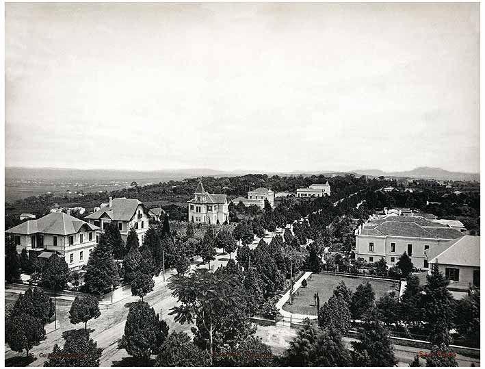 A avenida no sentido Paraíso-Consolação, em 1902. Ao fundo, o pico do Jaraguá e, à direita a mansão da família Matarazzo.
