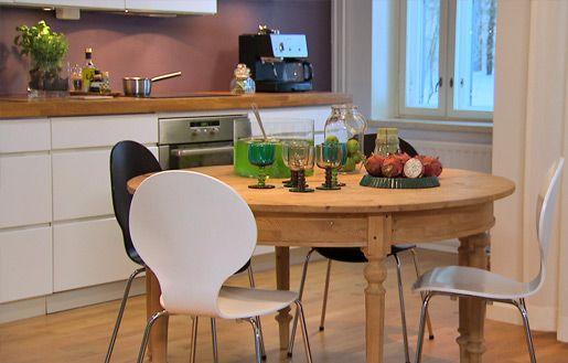 Suunnittelun lähtökohtana toiminut pyöreä ruokapöytä #sisustusminna #sisustussuunnitteluminna #värikäs #colourful #iloinen #olohuone #livingroom
