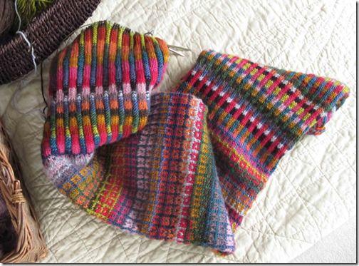 Farverigt-halstørklæde,-UFO