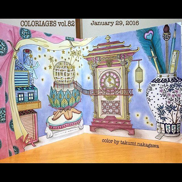 Instagram media icekureem - The Time Chamber next page The Mysterious Cabinet and the Clock 〜不思議なキャビネットと時計〜見開き 妖精は、少女のベッドの下で、新しい遊び場を見つけました。 #コロリアージュ#おとなのぬりえ#大人の塗り絵#時の部屋#ダリアソン #coloriage #coloringbook #colouringbook #adultcoloringbook #thetimechamber #dariasong 背景、カーテンは模様入り、リバーシブルをパステルアイシャドウで 空き箱のお家、万華鏡を煙突に見立てました ウサギの脚のライト兼、お香立て 内側が光るように色鉛筆で アンティーク時計は、小豆色とこげ茶、ゴールド(黄色 黄土色 こげ茶)を装飾✨時計が内側の箱 中央に浮いてる⁉️と捉えて ペン立ては陶器白抜きに影をつけて丸みが出るよう