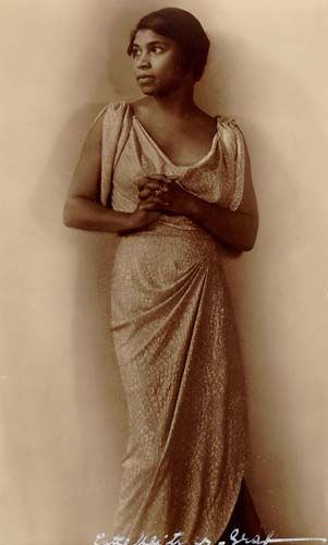 The famous opera singer Marian Anderson in the 1920s. Great to see her as a fashionable young woman. Love the dress.