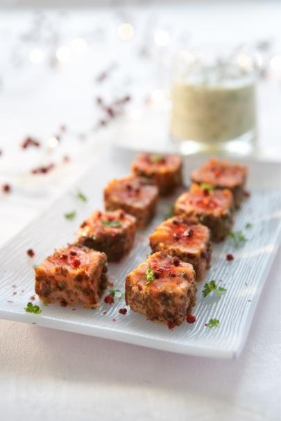 Paistettu graavilohi on joulupöydän suosikki: klassinen graavilohi saa paistamalla maukkaan pinnan ja tyylikkään muodon. Suosittelemme!