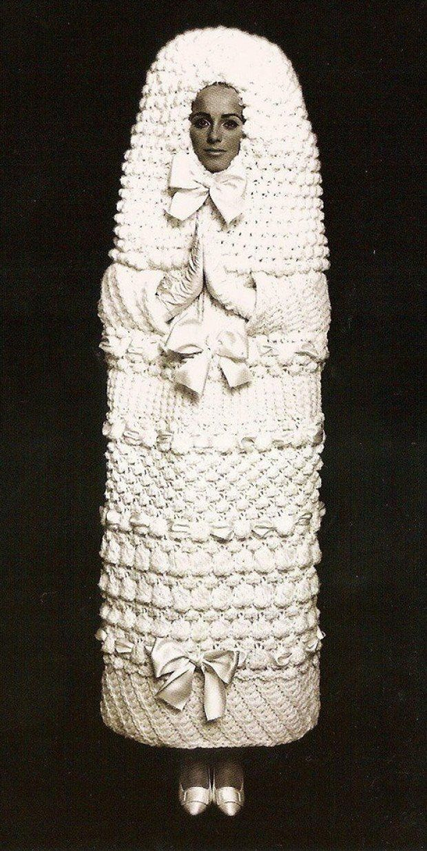 This Yves Saint-Laurent wedding dress is out of this world! Knit and weird and wonderful! --------- Whoever wrote that is nuts.... i don't want to look like a tampon....