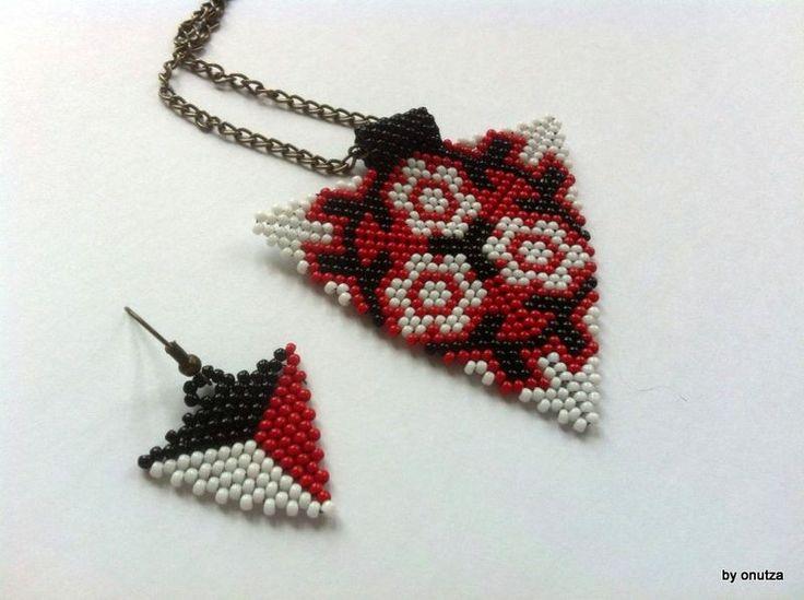 Set cu triunghiuri rosu alb si negru (40 LEI la oanaroman85.breslo.ro)