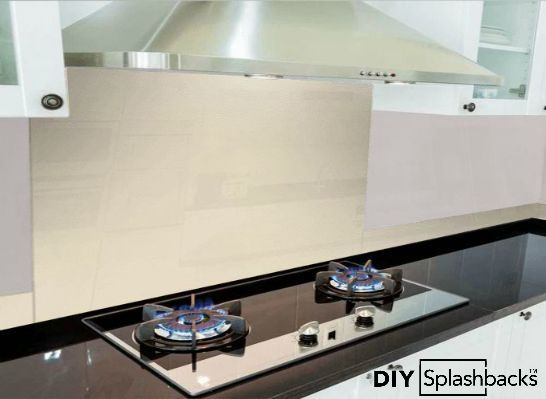 An Image of Dulux Natural Calico splashbacks with upstands