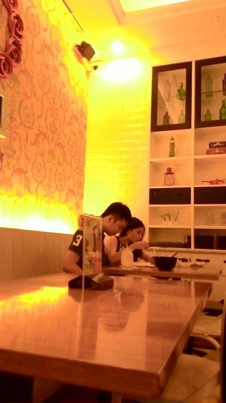Kafe Oi di Mal Trans Makassar, Minggu (14/12/2014).