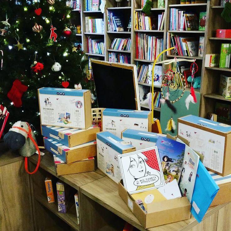 """Siamo al Fritz's Christmas market nella bellissima libreria romana """"officine l'amico fritz""""."""