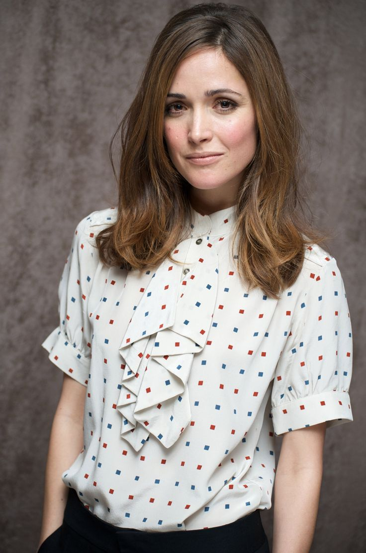 Image from http://images5.fanpop.com/image/photos/31300000/Rose-Byrne-rose-byrne-31390806-1695-2560.jpg.