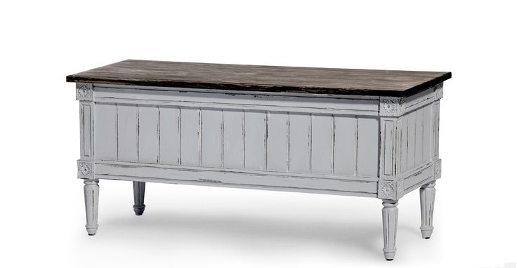 Inspired by French neoclassical lines, the Bourbon vintage storage bench in distressed grey adds a hint of vintage style to your look.