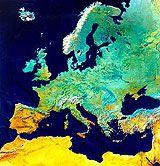 """》 Die vereinigten Platten von Europa - Der Tektonik unseres Kontinents auf der Spur: Aus dem All betrachtet erscheint Europa als einheitliche Landmasse - ein Kontinent. Doch das war nicht immer so: Unter der Oberfläche Europas liegen """"Narben der Erde"""" - alte Plattengrenzen, die von dramatischen Umgestaltungen unseres Kontinents im Laufe der Erdgeschichte zeugen.《"""