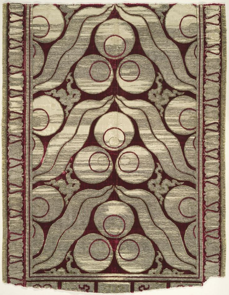 Fragment of a Velvet Yastik (cushion cover), 2nd quarter of 16th century Textile Ottoman , 16th century Ottoman Empire, AH 680-1342 / AD 1281-1924 Creation Place: Bursa?, Turkey Cut, voided silk velvet with brocaded silver thread (cut at both ends) actual: 98 x 78 cm (38 9/16 x 30 11/16 in.)