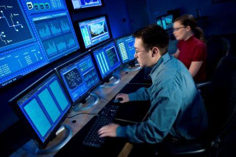"""La Commission européenne dit qu'elle veut un centre pour la lutte contre la cybercriminalité qui aidera à protéger les citoyens et les entreprises contre les crédits en ligne, les fraudes bancaires, le piratage de smartphones et les attaques à grande échelle sur les services publics et les infrastructures. """"Nous ne..."""
