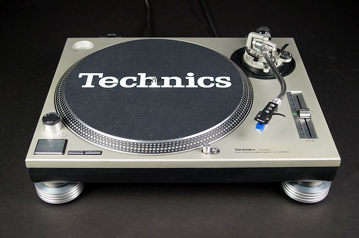 LARGE TECHNICS SL-1200MK DJ Turntable RISER ANTI-SKID Silver
