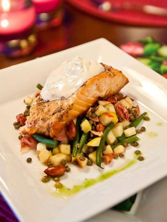http://www.landleyskok.se Salmon with chanterelles, lentils and lime —> Laxsida med kantarell-linsotto, potatisplättar och limecreme