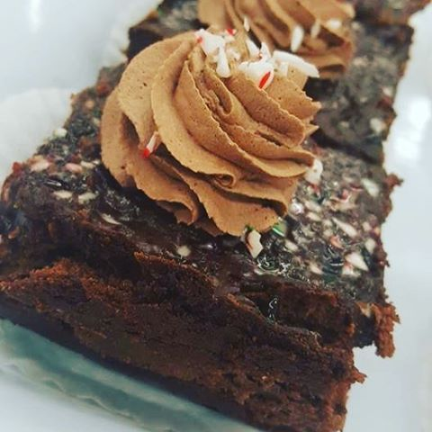Triple chocolate cheesecake made with a cookie base and chocolate ganache with crushed candy canes!! #chocolate #chocolateoverload #nevertoomuchchocolate #glutenfree #gfree #peartreebakery #thunderbay #tbay #yummy:yum: #nomnomnom