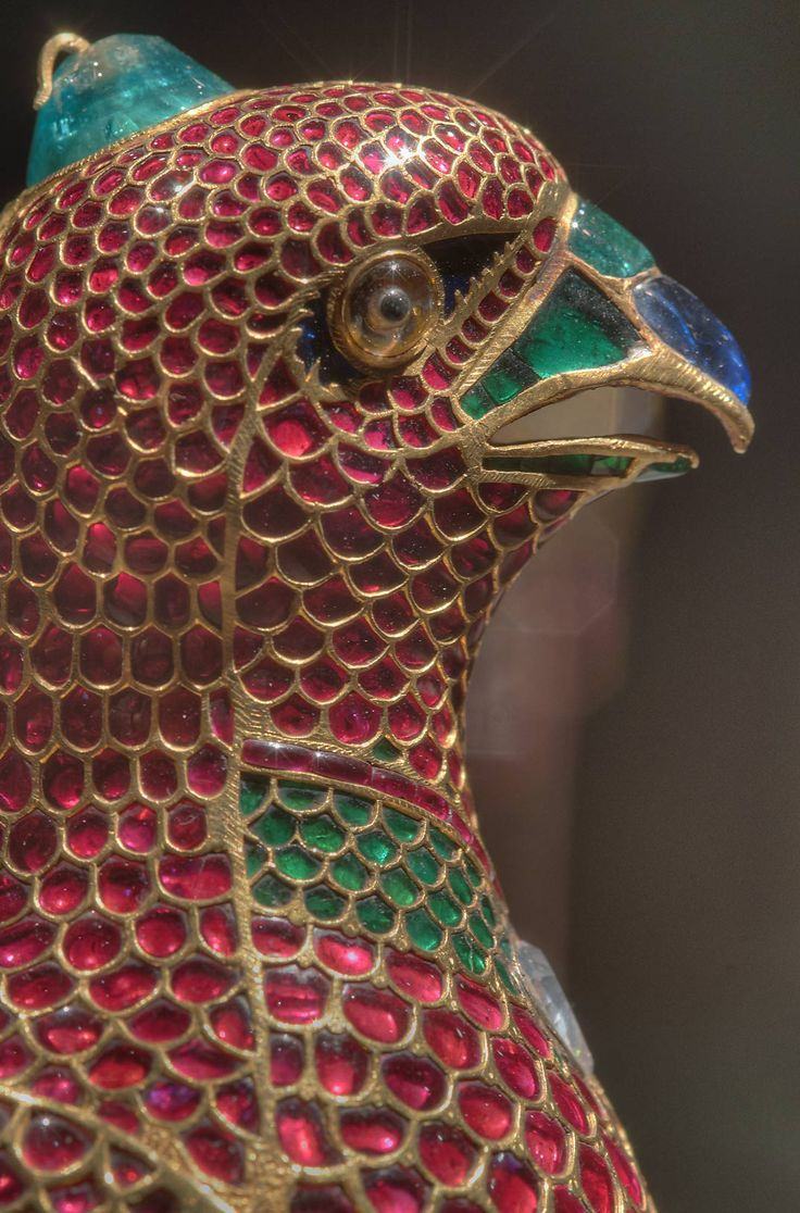 #Mughal Jeweled Falcon. India. c. 1640 Gold with enamel and india rubies, emeralds, diamonds, sapphires and onyx. Made in the Imperial Mughal workshop and was part of the private jewels of #ShahJahan.