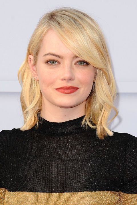 Back to blonde, Emma Stone's shiny lob features side swept bangs and soft waves.
