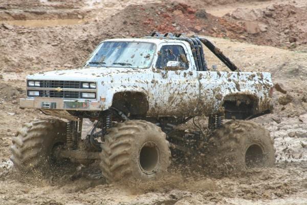 jacked up chevy trucks mudding - photo #7