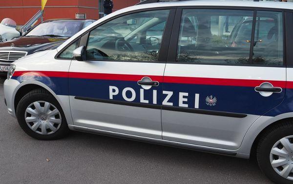 Wien-Rudolfsheim-Fünfhaus: Beschädigung von drei Polizeiautos