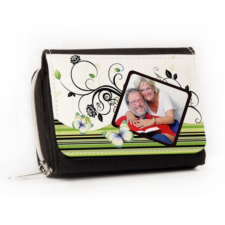 Schwarzes Leder ist deiner Mutter zu langweilig? Dann überrasch sie doch mit einem personalisierten Portemonnaie!