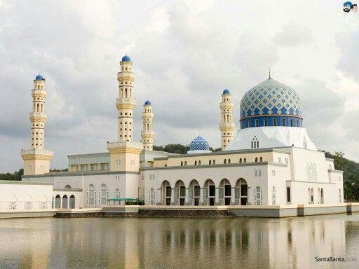 Wallpaper Masjid Megah diatas Air
