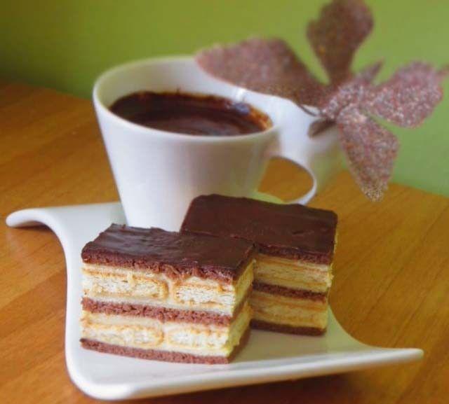 Jednoduchý vanilkový dezert po dobrém obědě. Je rychlý a vůbec není pracný. Vyzkoušejte si připravit tento vrstvený zákusek.