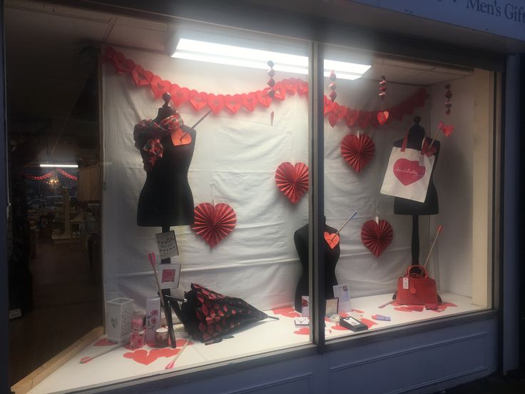 Valentines Window display 2017  Mymagpiesnest.com