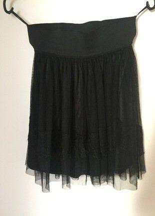 À vendre sur #vintedfrance ! http://www.vinted.fr/mode-femmes/jupes-patineuses/26618347-jupe-avec-doublure-en-tulle-et-dentelles-taille-elastique-noir-vero-moda