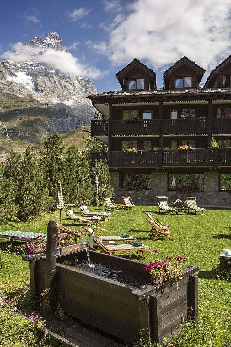 CERVINIA Hotel Hermitage garden, Matterhorn view