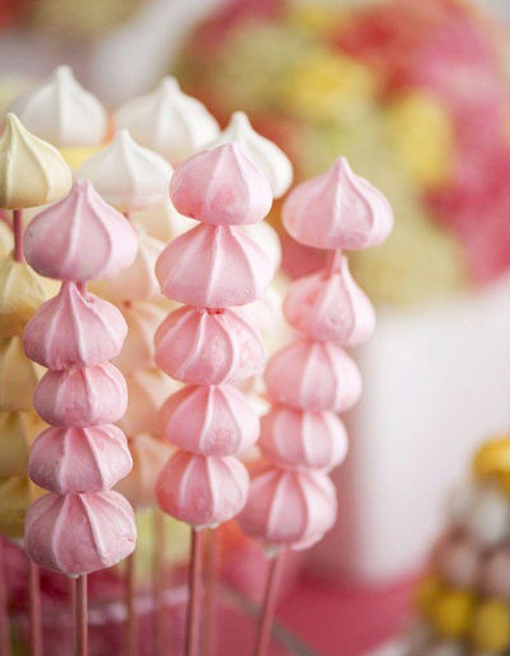 Brochettes de mini-meringues - 10 brochettes de bonbons à croquer - Elle à Table