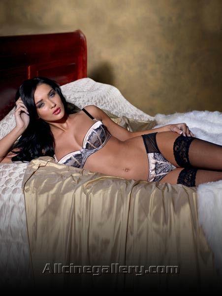 Amy-Jackson-Unseen-Hot-Pics-31