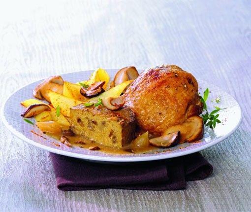 LE POULET FERMIER FARCI sauce au foie gras et timbales aux cèpes