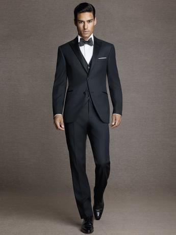 BlackTuxedo. Smoking negro en lana. Corneliani. Milano. Italia./ three pcs suit/ menswear/ men's style / wedding style/ black suit/ white crisp shirt/ Marbella black bow tie/