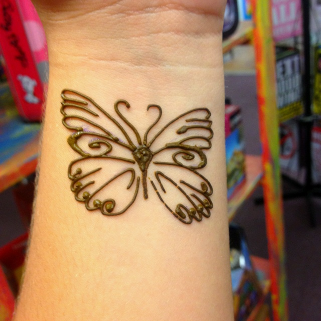 the 25 best henna butterfly ideas on pinterest small henna tattoos pretty henna designs and. Black Bedroom Furniture Sets. Home Design Ideas