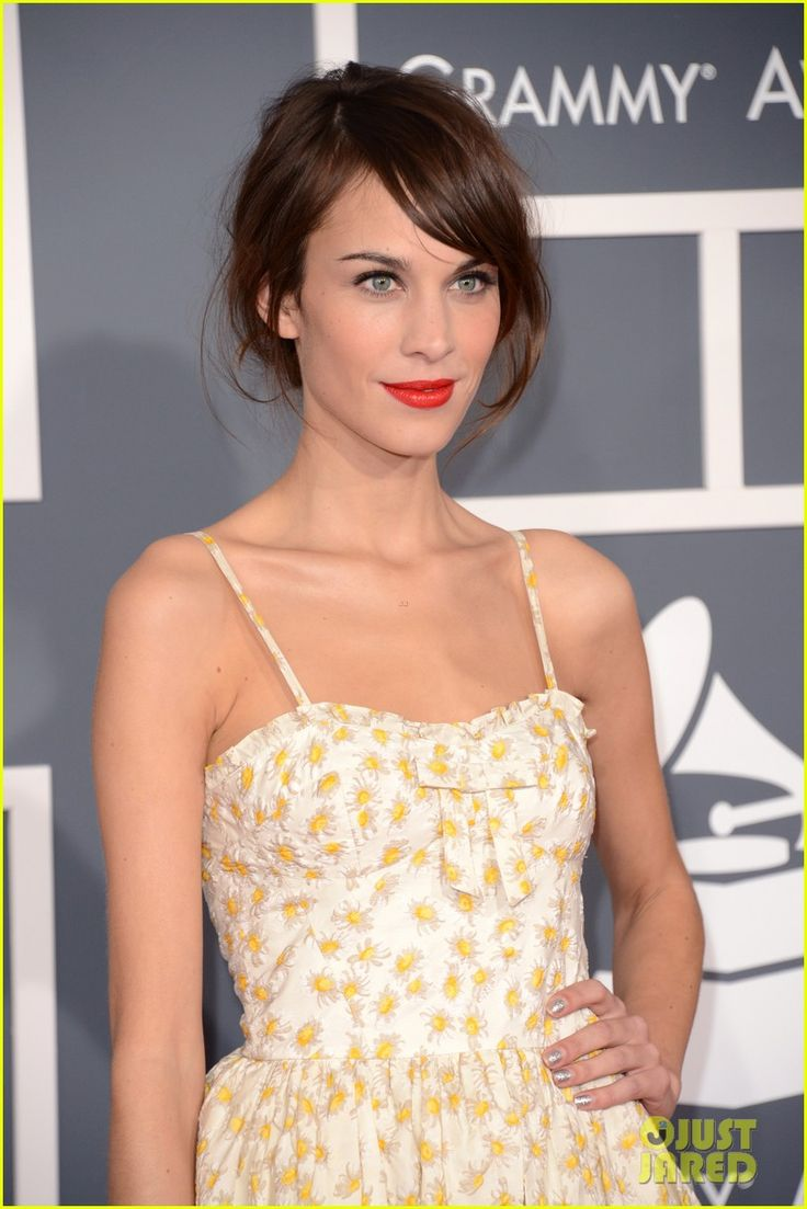 Alexa Chung - Grammys 2013 Red Carpet | alexa chung grammys 2013 red carpet 02 - Photo