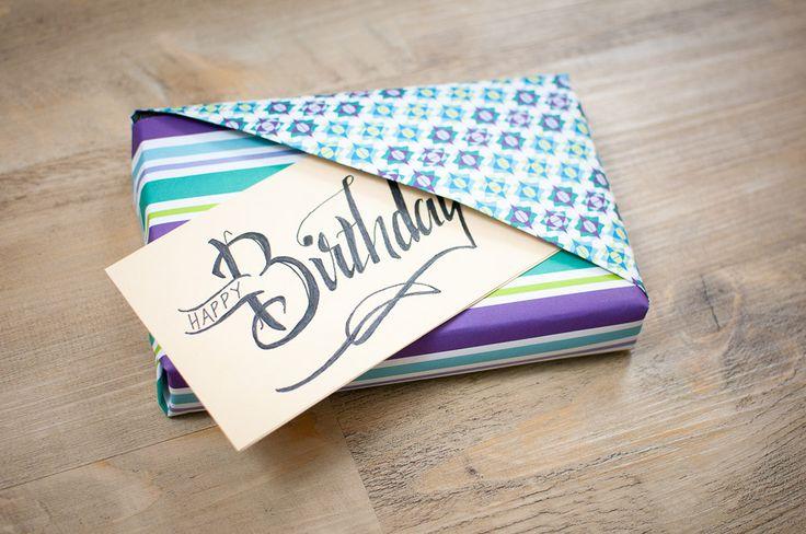 Du verschenkst gerne Bücher, suchst aber ständig nach neuen EInpackideen? Dann findest Du hier eine Menge Inspiration – Buch einpacken leicht gemacht!