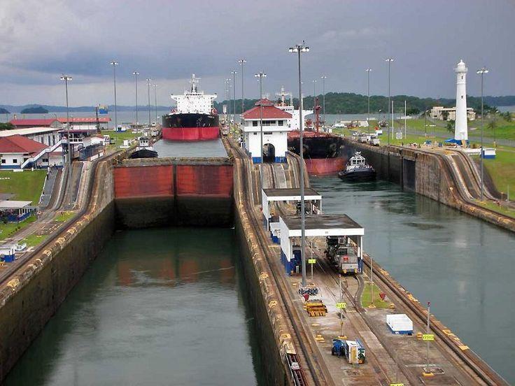 Il canale di Panama è un canale artificiale che attraversa l'istmo di Panama. Lungo