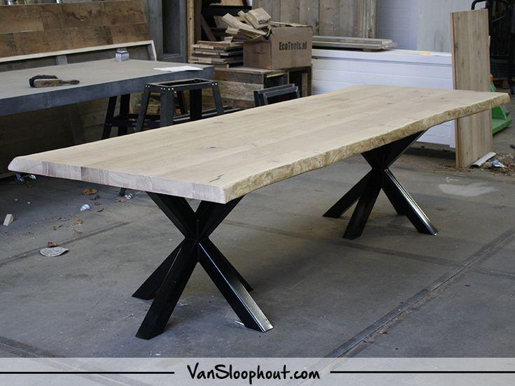 Boomstamtafel met twee ster frames gepoedercoat! Prachtig als kantoortafel. #boomstam #tafel #hout #wood #tafelblad #tafel #kantoor #horeca #staal #frame #metaal #onderstel #tafelpoot #interieur #interior #industrieel #industrial #wonen #trends