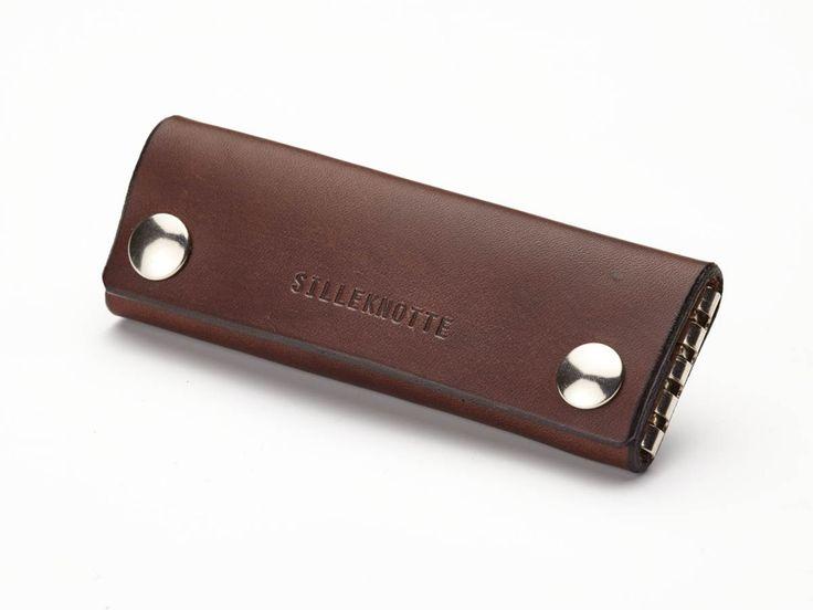 """Produktet """"Karl"""" key pouch / nøglepung sælges af SILLEKNOTTE - handmade leather i din Tictail-shop. Tictail lader dig skabe en smuk online shop gratis - tictail.com"""