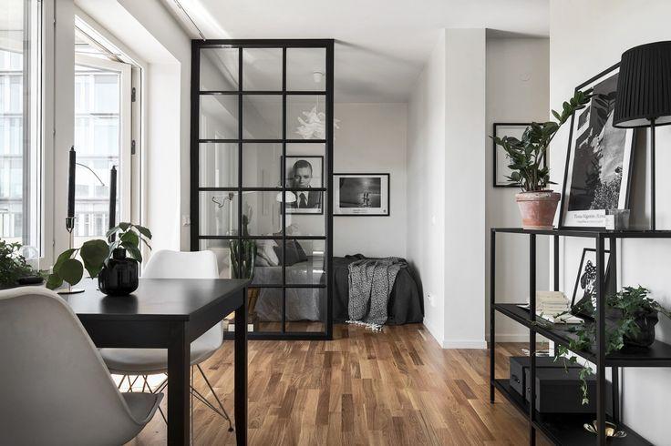 Derrière la verrière, on cache la chambre sans la cacher, parfois une cuisine, parfois une entrée…c'est à chacun de choisir ce qu'il veut en faire. Voici deux appartements de moins de 40m², où les esp