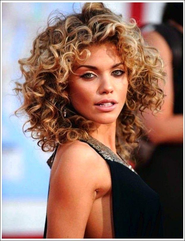 19 Dauerhafte Frisuren Die Besten Dauerwellen Die Sie Dieses Jahr Ausprobieren Konnen Beste Frisuren Lockige Frisuren Frisuren Fur Lockiges Haar Naturlocken Frisuren
