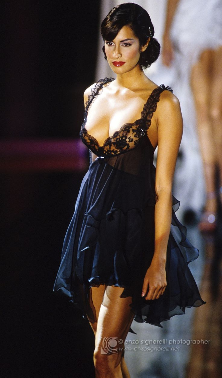 Gianni Versace 1995 | SUPERMODEL SHRINE : Yasmeen for Gianni Versace, s/s 1995